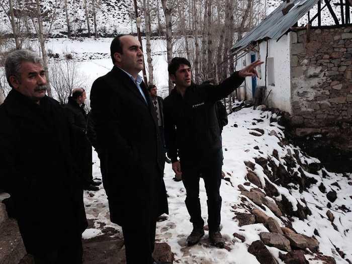 Milletvekili Özbek, Kozluk'taki afetzedelerin yanında 1