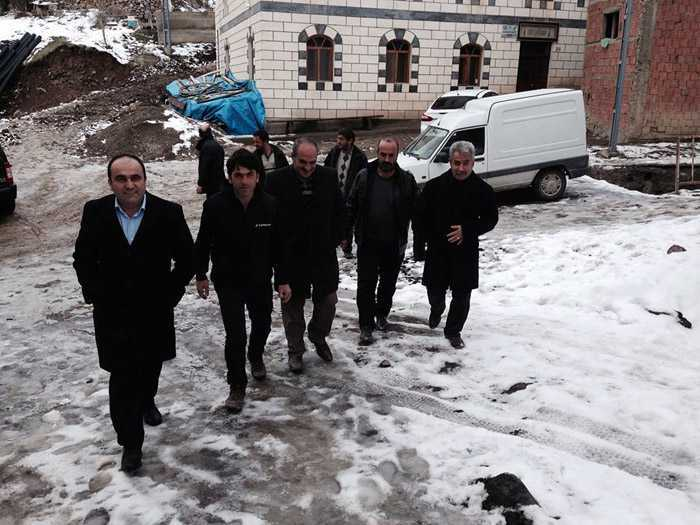 Milletvekili Özbek, Kozluk'taki afetzedelerin yanında 3