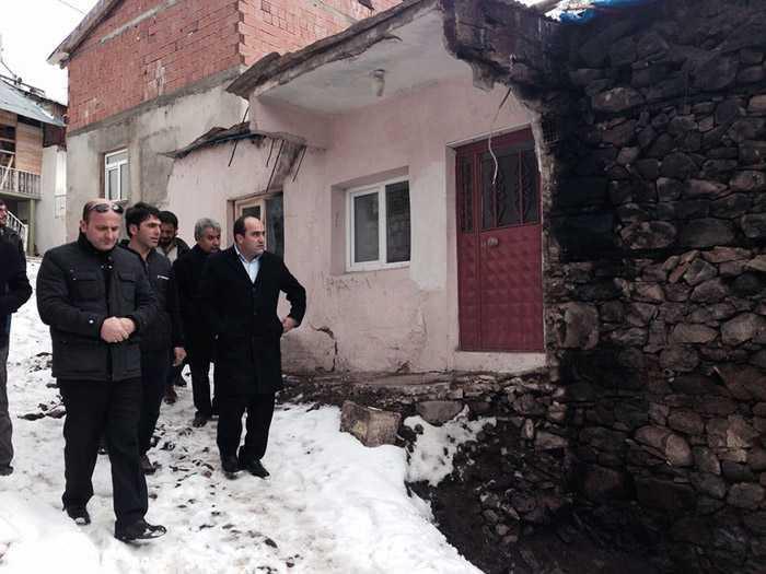 Milletvekili Özbek, Kozluk'taki afetzedelerin yanında 5