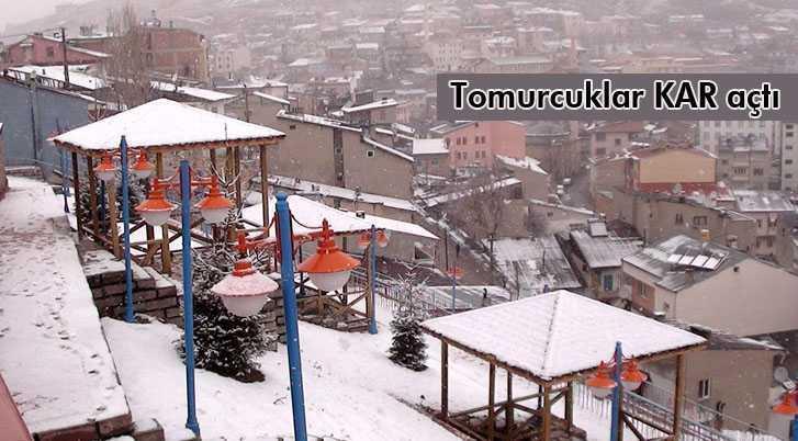 Bayburt'ta Tomurcuklar Kar Açtı