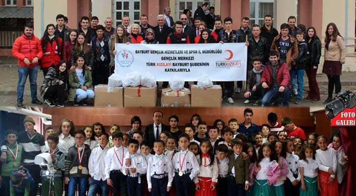 Kızılay ve Gençlik Merkezi Çocukları Sevindirdi