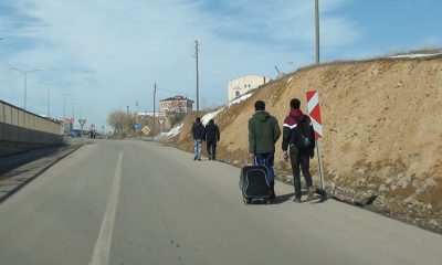 Öğrencilerin Okul Yolundaki Tehlikeli Yarışı-Foto Haber