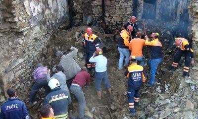 Evinde Çıkan Yangında Enkaz Altında Kalarak Can Verdi-Foto Haber