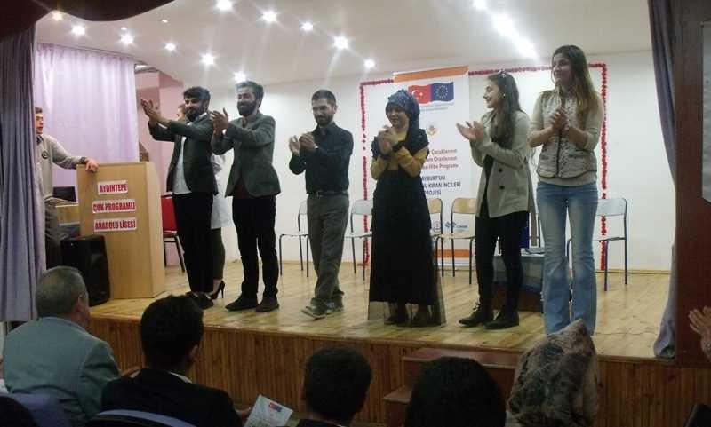 20 Okulda 3 Bin Öğrenci Tiyatro İzledi