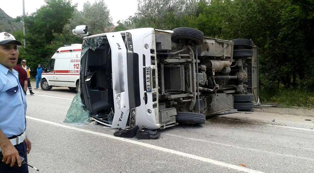 Bayburt Yolcu Yarım Otobüsü Kaza Yaptı