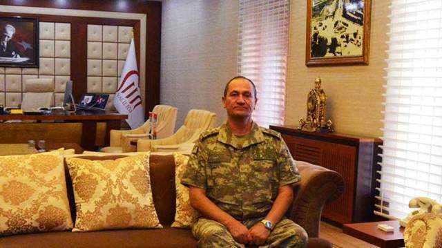 İkinci Ordu Komutan Vekili Korgeneral İsmail Metin Temel, Siirt Valisi Mustafa Tutulmaz'ı ziyaret etti. ( Mehmet Ali Olgaç - Anadolu Ajansı )