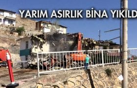 Yarım Asırlık Hastane Binası Yıkıldı