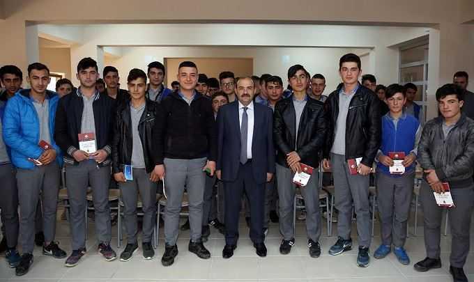 Vali Ustaoğlu, Teknik Lisesi Öğrencileriyle Bir Araya Geldi