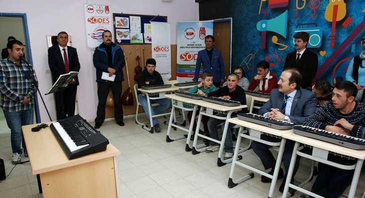 Bayburt'ta Özel Eğitim Merkezinde Sanat Atölyesi Açıldı