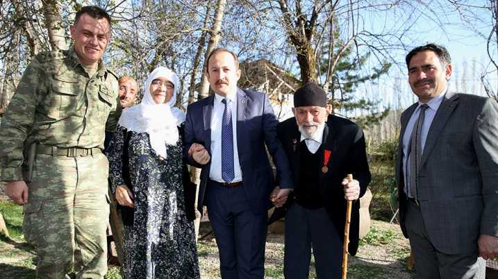 Vali  Pehlivan, Kore Gazisi Kemal Kalacoş'u Ziyaret Etti