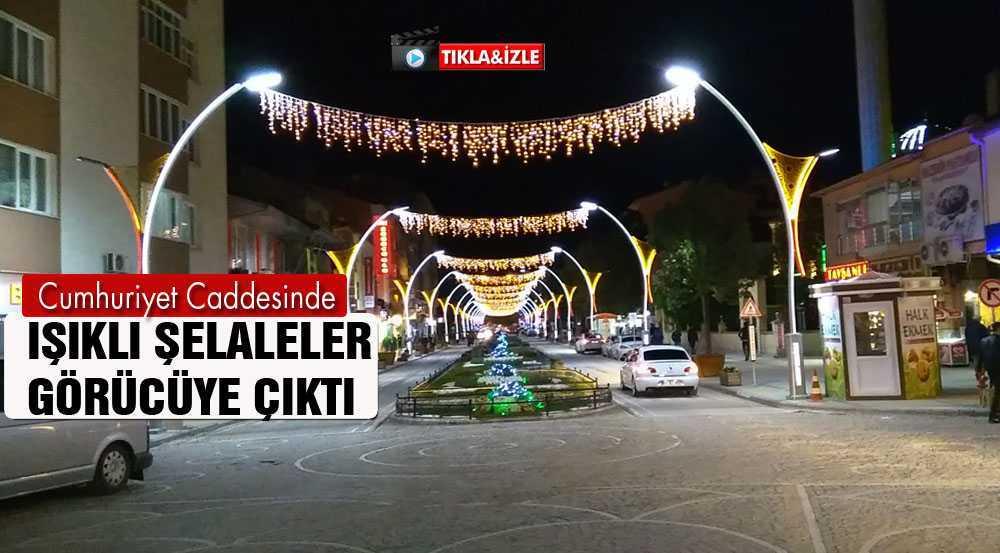 Bayburt'un Cumhuriyet Caddesi Geceleri Işıl Işıl