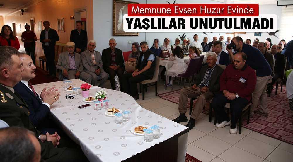 Bayramda Huzur Evinde Kalan Yaşlılar Unutulmadı