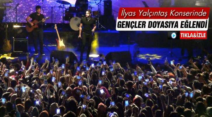 İlyas Yalçıntaş Konserinde Gençler Doyasıya Eğlendi