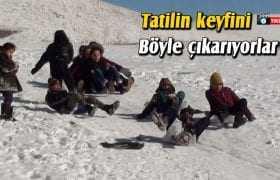 Bayburt'ta Çocuklar Tatilin Keyfini Kayarak Çıkarıyor
