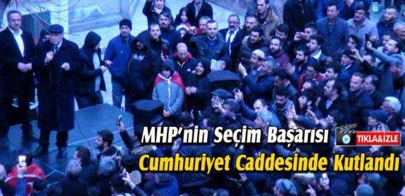 Bayburt'ta MHP'nin Başarısı Cumhuriyet Caddesinde Kutlandı