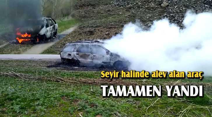 Bayburt'ta Seyir Halinde Alev Alan Otomobil Tamamen Yandı
