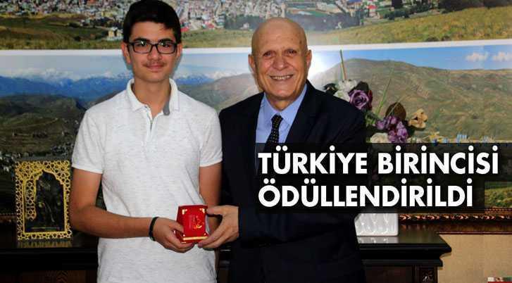 Belediye Başkanı Pekmezci LGS Türkiye Birincisini Ödüllendirdi
