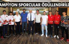 Pekmezci, Türkiye Şampiyonu Olan Boksörleri Ödüllendirdi