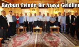 Belediye Başkanı Pekmezci, Misafirlerini Bayburt Evinde Ağırladı